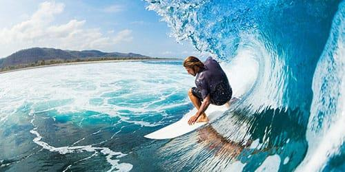 плыть по волнам