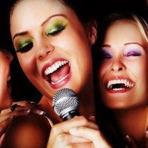 Узнайте, к чему снится петь песни!