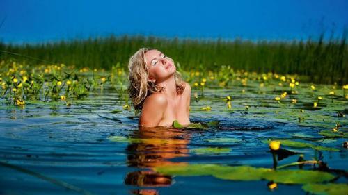 к чему снится купаться голой в реке