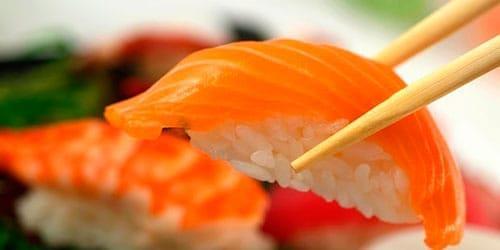 есть суши с лососем