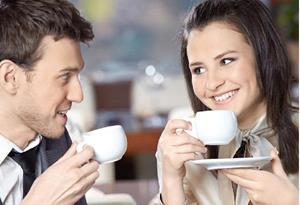 Пить кофе с молодым человеком