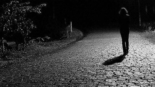 идти в темноте