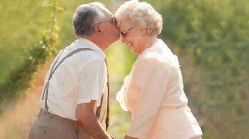 Пожилая пара во сне