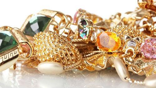 найти золотые украшения