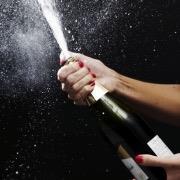Открывать шампанское