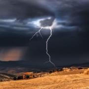 Молния над полем