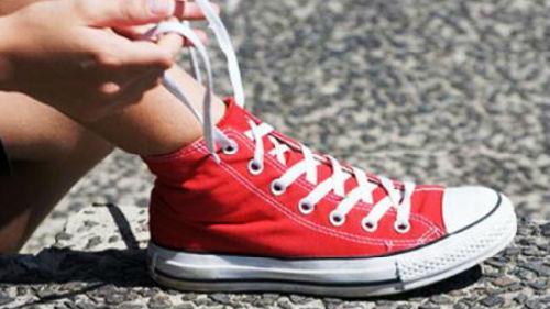 завязывать шнурки во сне