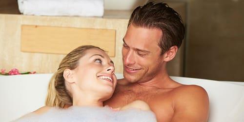 мыться в ванной с мужчиной