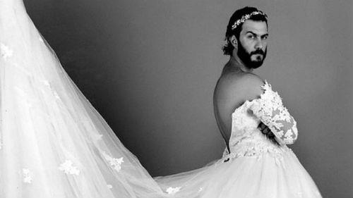К чему снится мужчина в платье женщине фото