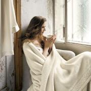 Днвушка в одеяле