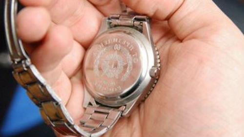 сломанные ручные часы