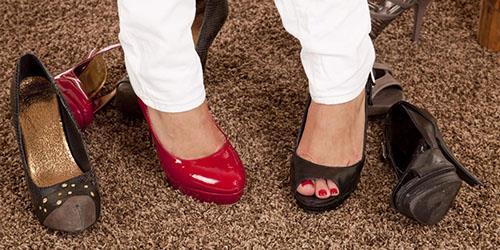 видеть во сне разную обувь на ногах
