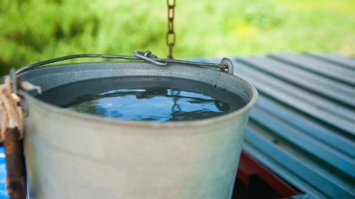 ведро воды колодец