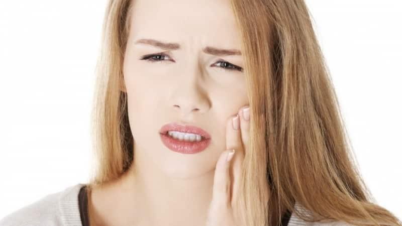 идет гной из десны около зуба что делать чем лечить