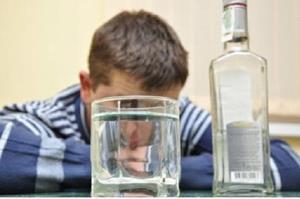 Друг употребляет водку