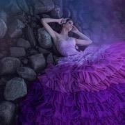 Девушка в фиолетовом
