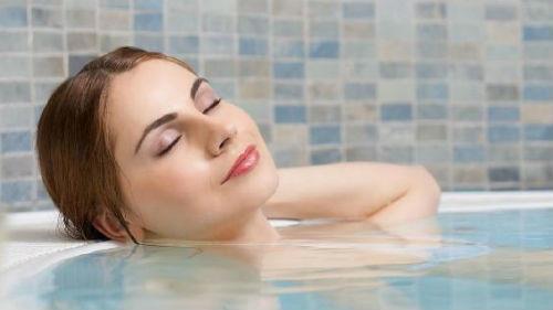к чему снится мыться в ванной женщине