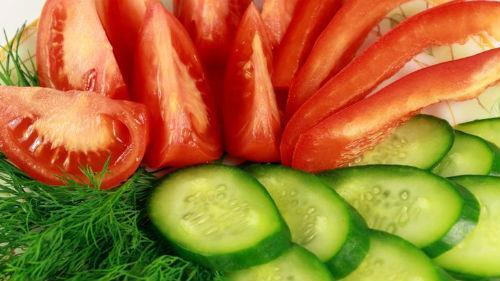 огурцы помидоры
