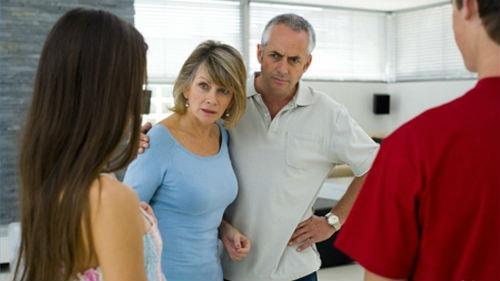 знакомство с родителями парня со скандалом