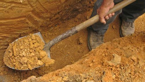 копать могилу самому себе