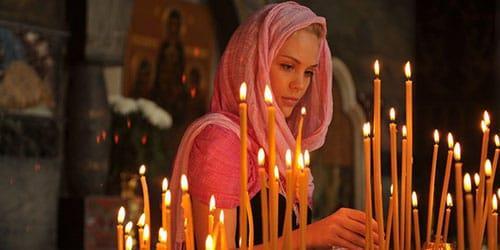 ставить свечи в храме