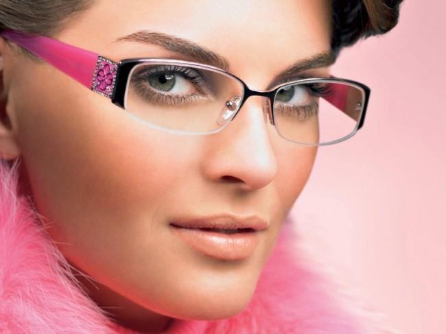 К чему снится женщина в очках