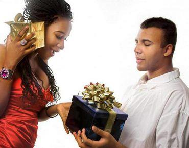 Поздравления с днем рождения в шуточной форме с подарками 12