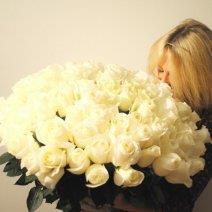 Узнайте, к чему снится букет белых роз!