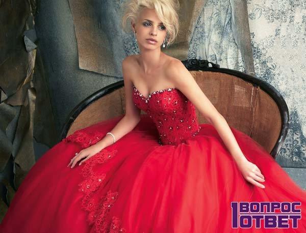 Красное свадебное платье на девушке