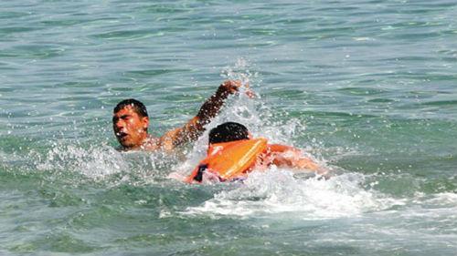 спасать утонувшего