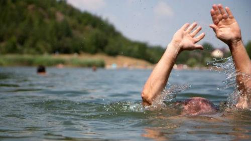утонувший человек в реке