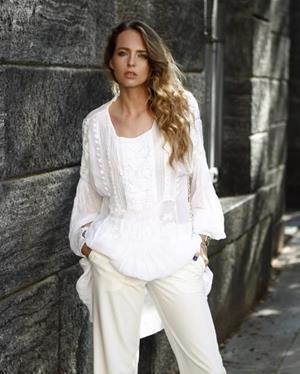 В белой одежде