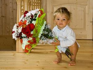 Чужой ребёнок принёс вам в дом цветы