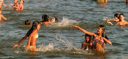 сонник купаться в водоеме