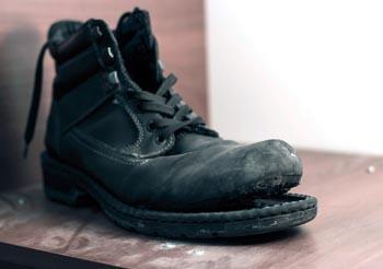 рваная обувь