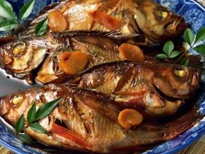 Много рыбы на столе - к путешествию