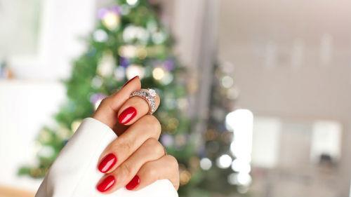 найти перстень с белым камнем