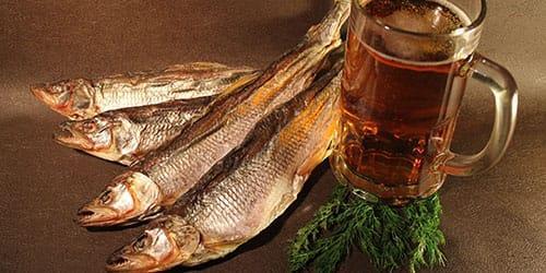 сухая рыба с пивом