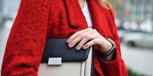 видеть во сне красное пальто