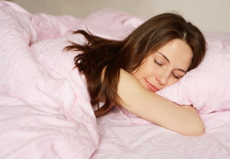 К чему снится спящая женщина