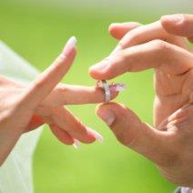 Разбираемся, к чему снится обручальное кольцо на пальце!