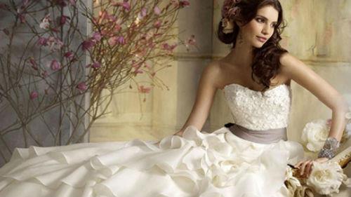 примерять белое свадебное платье