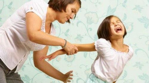 шлепать ребенка