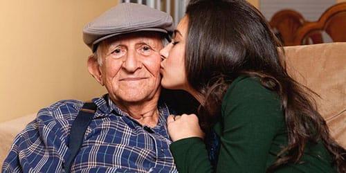 целовать дедушку