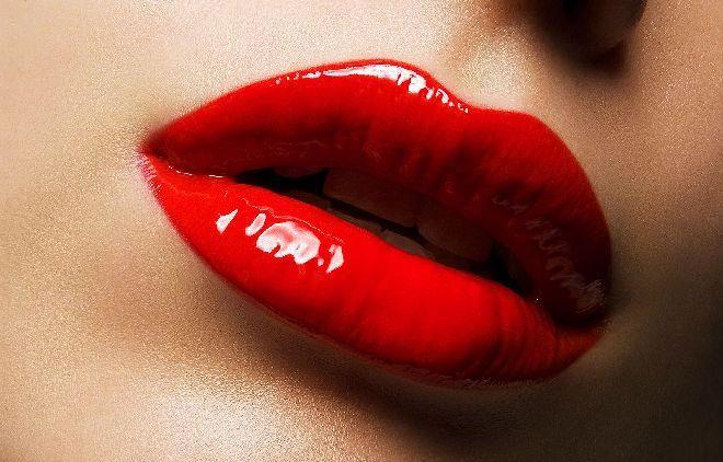 К чему снится красить помадой яркой помадой или карандашом во сне, что означает цвет помады, видите ли вы себя в зеркале или нет – подробное толкование сна