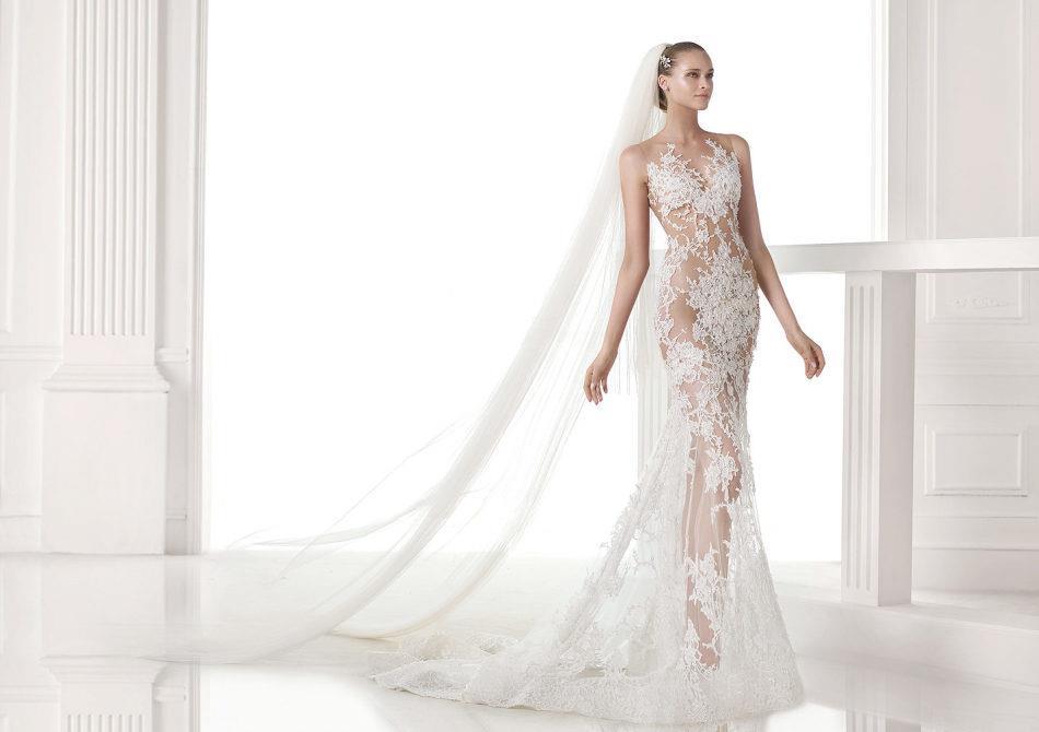 Если во сне вы примеряли синий свадебный наряд, то стоит обратить внимание на оттенок данного платья.