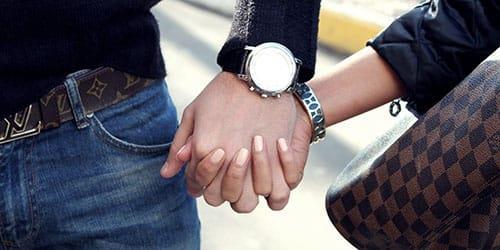 взять за руку девушку во сне