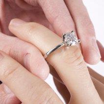 Если приснилось кольцо с камнем: толкование сновидения