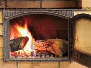 Топить печь дровами - бередить душевные раны