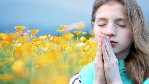 слышать молитву